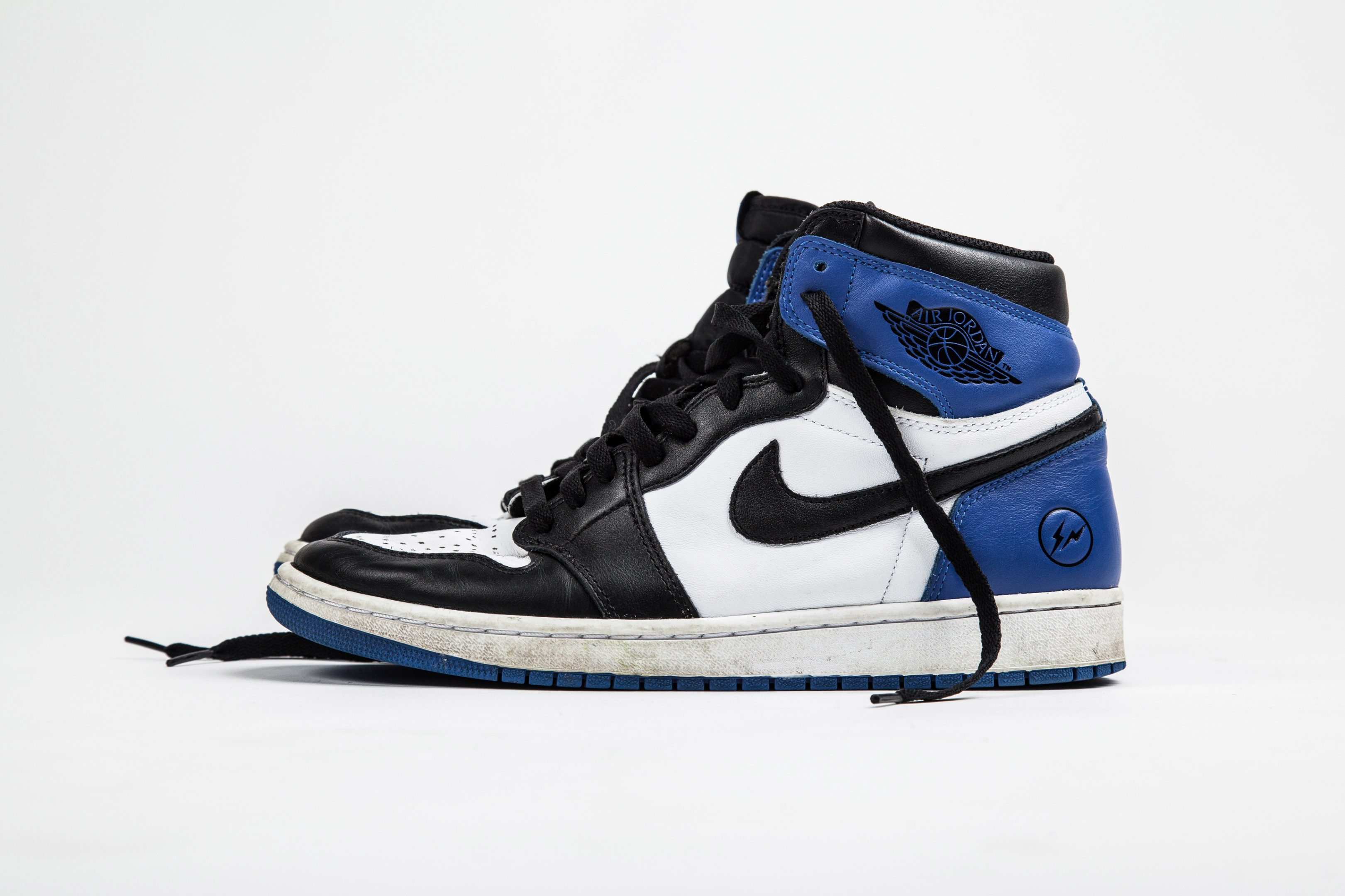 "on sale 19ad9 01f05 Air Jordan 1 Fragment Design   ""F F"" Design Differences"